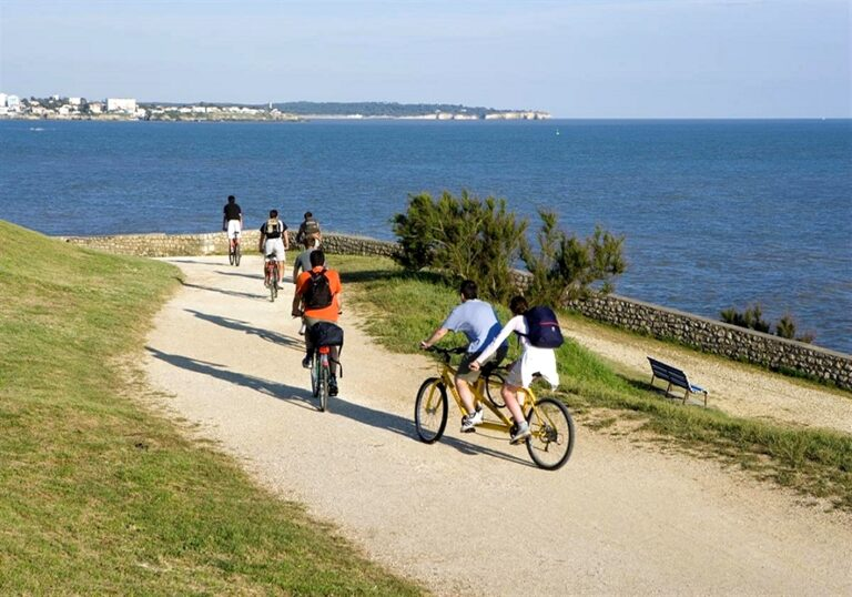 The Velodyssee bike tour in France along the Arcachon bay and the ocean