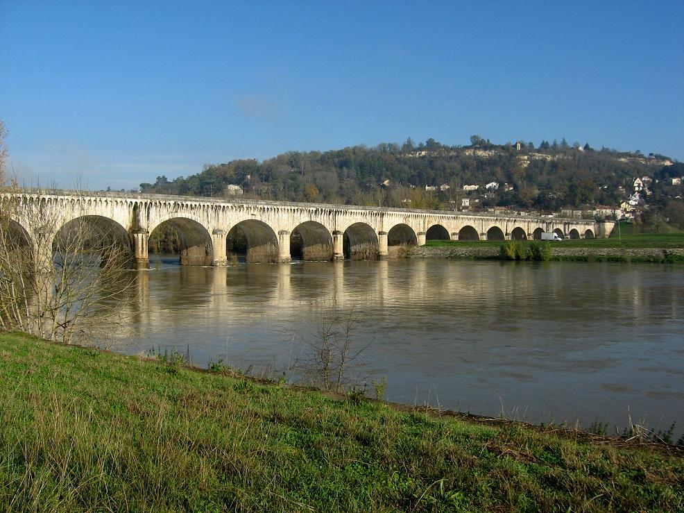 Une des nombreuses écluses que vous longerez lors de votre randonnée à vélo sur le Canal de Garonne entre Toulouse et Bordeaux