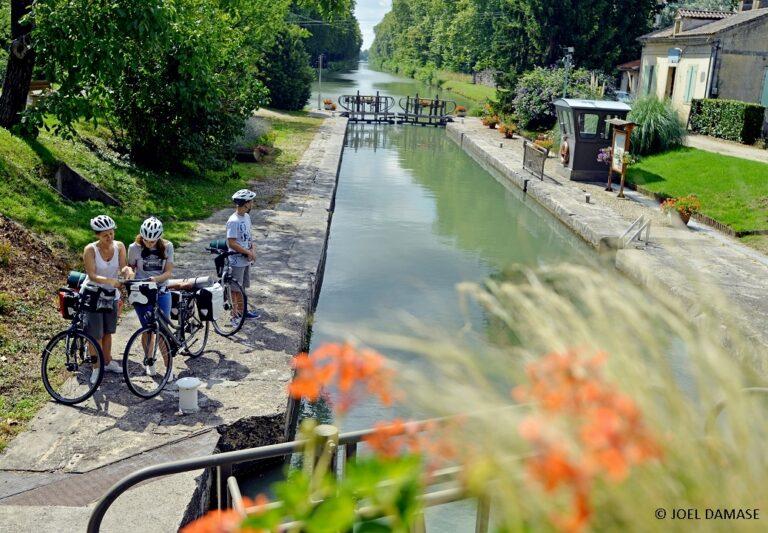 bateau sur le canal du midi - Séjour à vélo