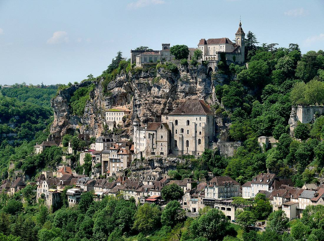 The Dordogne river valley by bike. Le Roque-Gageac in France