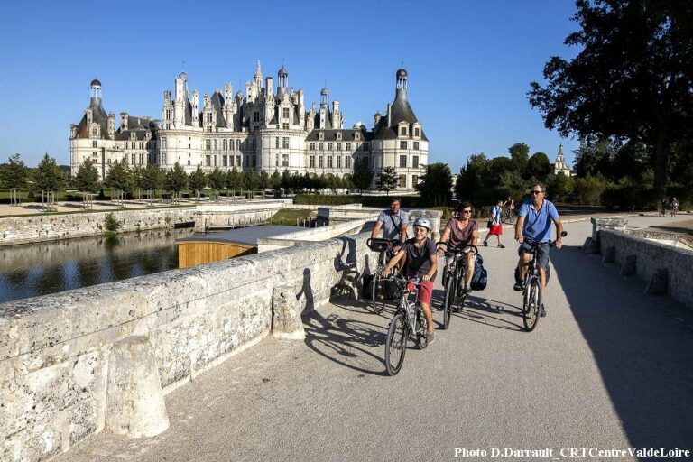 Bike tour in Loire valley - Bridge and castle of Chambord