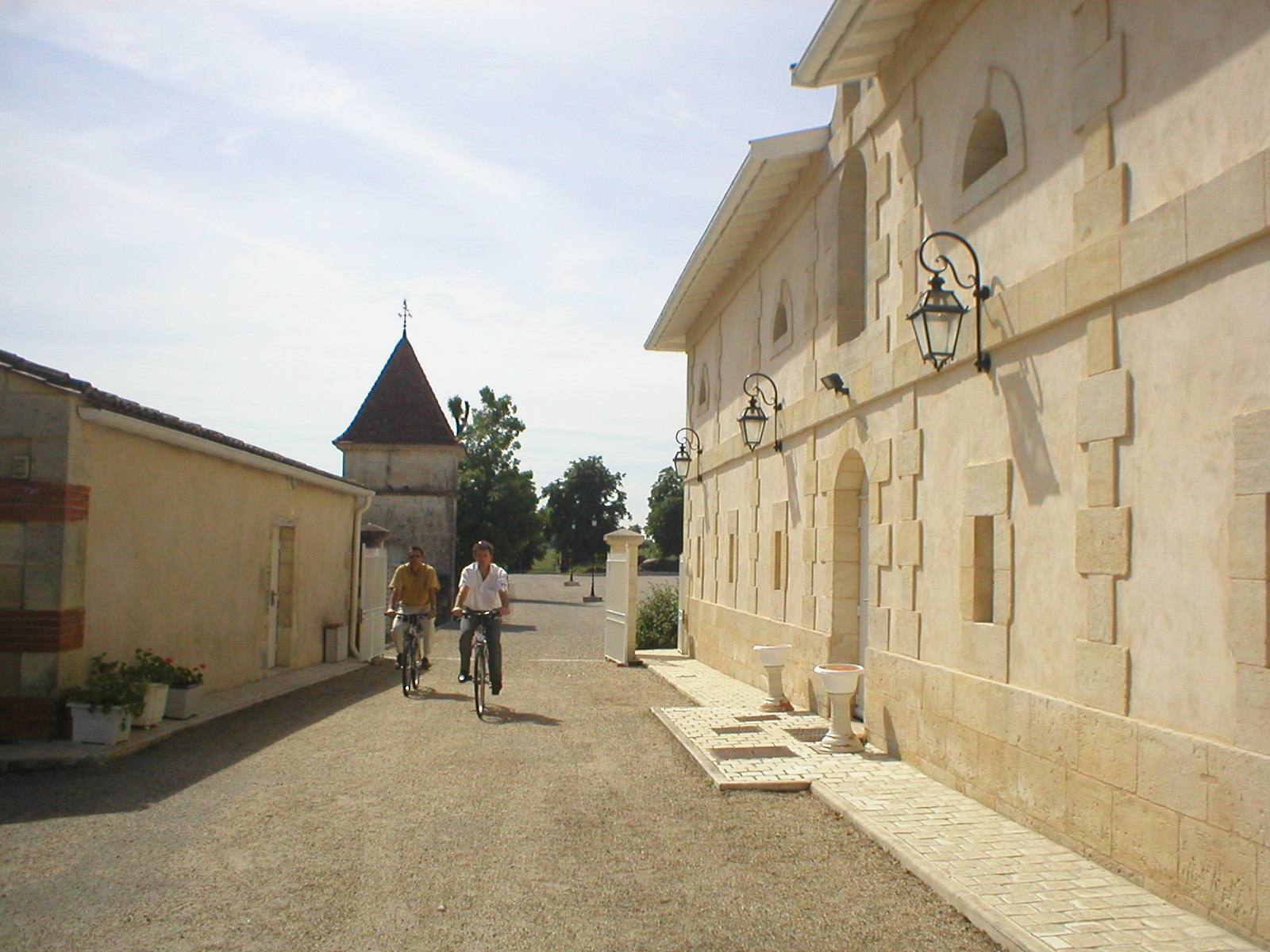 Bordeaux Cycling tour from the vineyard to the ocean and Arcachon