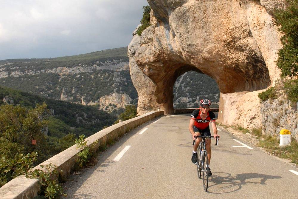 Cycling Mont Ventoux and Luberon in Provence, for avid or electric riders
