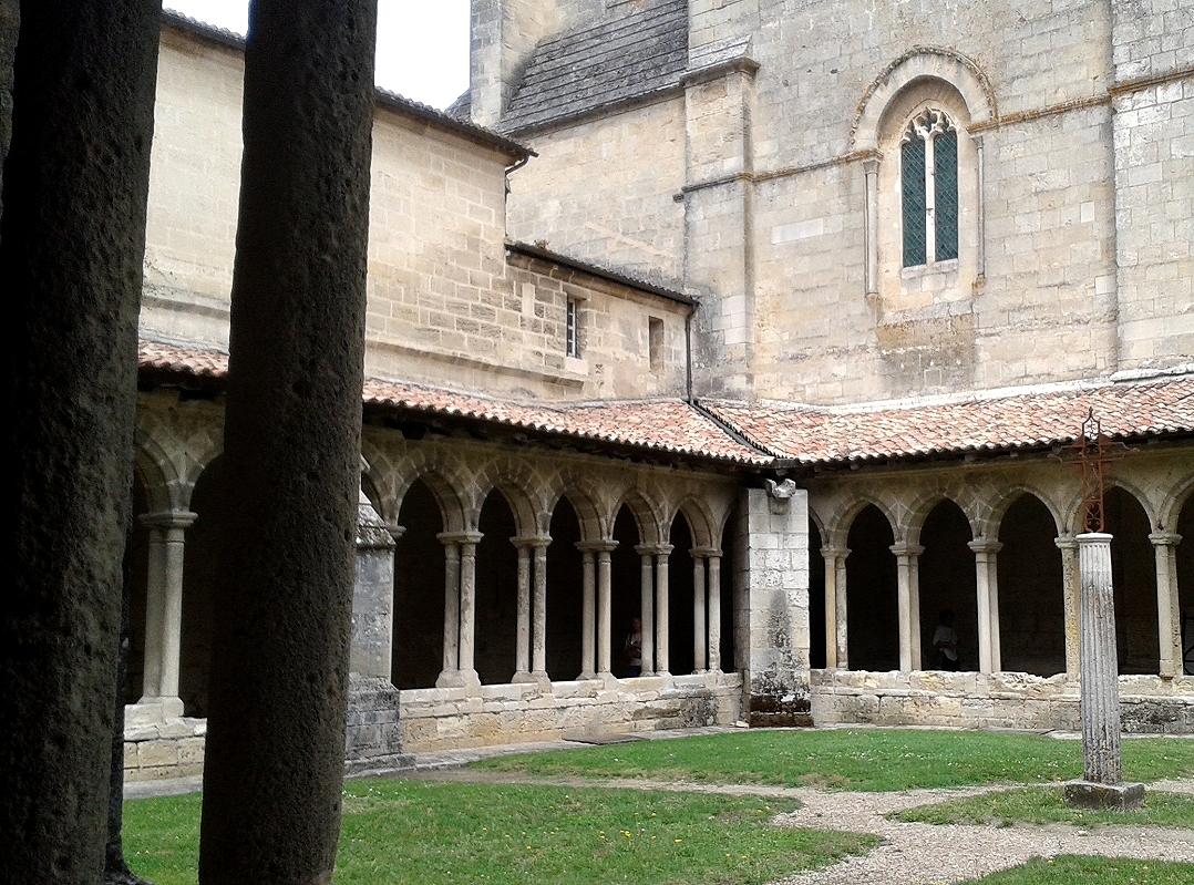 Group travel in Bordeaux and Saint-Emilion vineyards