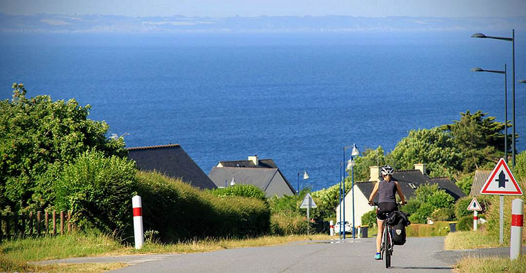 Cycling holidays towards the Pointe du Raz, from Quimper, Brittany