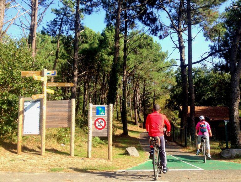 Quelques carrelets visibles à vélo au cours de la randonnée entre La Rochelle et Bordeaux.