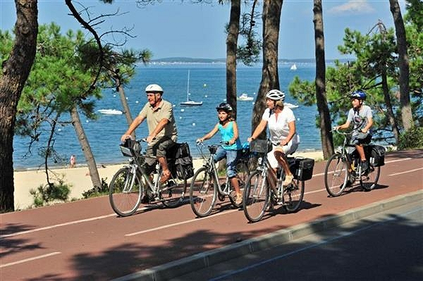 Bike tour on the Velodyssee from Bordeaux to Biarritz along the atlantic ocean